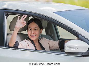 voiture, femme souriante, jeune, heureux