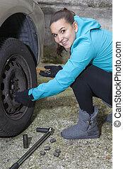 voiture, jolie fille, remplacer, pneu