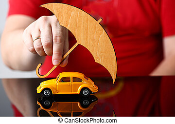 voiture, jouet, couverture, bras, mâle, jaune