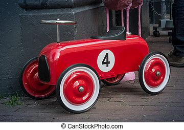voiture jouet, numéro quatre, course, rouges