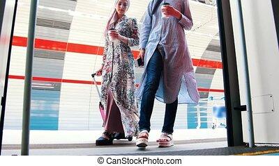voiture, musulman, deux, métro, venir, femmes
