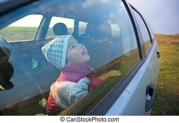 voiture, petite fille, sourire