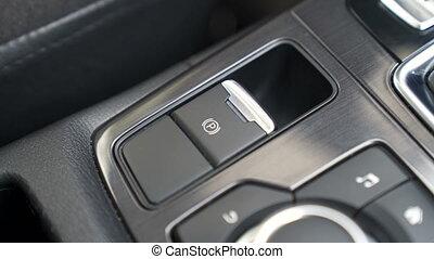 voiture, poussée bouton, doigt, stationnement