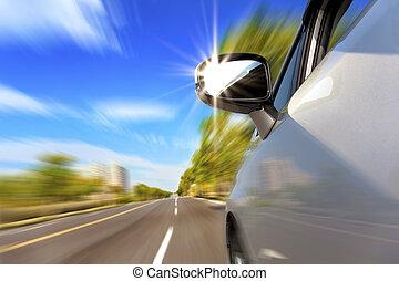 voiture, route, à, ternissure mouvement, et, lumière soleil, dans, les, miroir