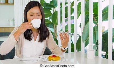 voix, femme, enregistrement, smartphone, asiatique, café
