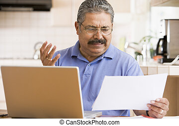 voják, do, kuchyně, s, počítač na klín, a, papírování,...