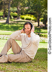voják, listening to hudba, od park