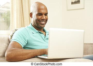 voják, pouití počítač na klín, doma