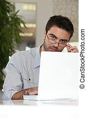 voják, pracovní oproti, počítač na klín