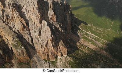 vol, sur, dièse, montagne, escarpé, mountaineering., vue, rocher, affleurements, voyage, formations, rocheux, bourdon, voler, aérien, extrême, vidéo, sunset.