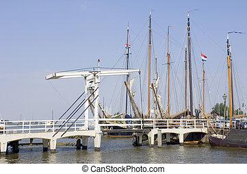 volendam, port