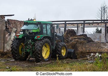 volerci, fattoria, pienamente, fieno, bruciato, rovine, trattore, fuori