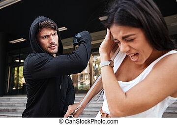 voleur, femme, effrayé, jeune, fusil, attaquer, homme