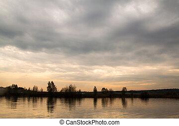 volga., río, ocaso, nublado