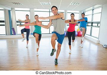 volle länge, von, gesundheit klasse, und, lehrer, machen, pilates, übung