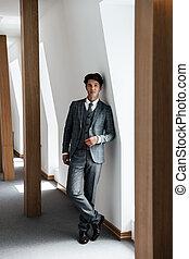 volle, succesvolle , lengte, het poseren, kostuum, zakenman