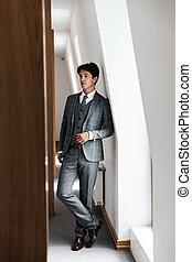 volle, zeker, lengte, het poseren, kostuum, zakenman