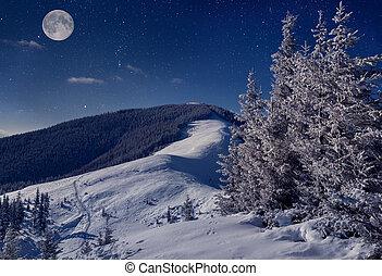 vollmond, in, nacht himmel, in, der, winter, berge
