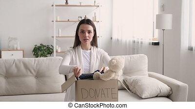 volontaire, appareil photo, boîte, donation, regarder, ...
