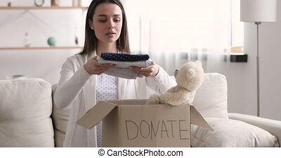 volontaire, charité, donation, enfants, doigt indique, femme...