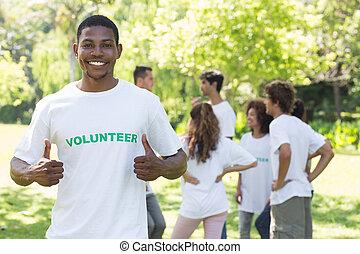 volontaire, pouces, projection, sourire, haut