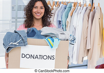 volontario, scatola, donazione, presa a terra, vestiti