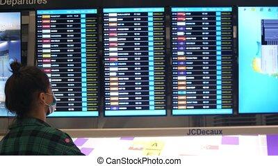 vols, tout, covid-19., coronavirus, masques, aéroport, canceled., où, monde médical, regard, homme, pandémie, planche, global, départ, pendant