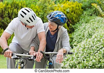 volwassen paar, berg, buiten, biking