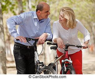 volwassen paar, met, bicycles