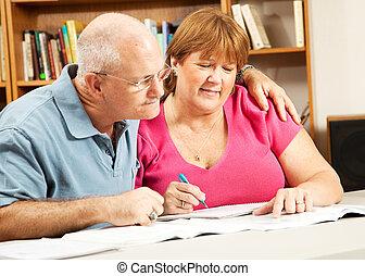 volwassen paar, studies, in, bibliotheek