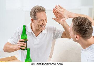 volwassene, bier, vader, drinkt, zoon