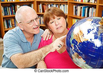 volwassene, scholieren, met, globe