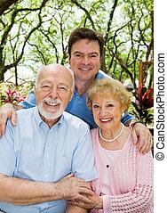 volwassene, zoon, &, bejaarden, ouders