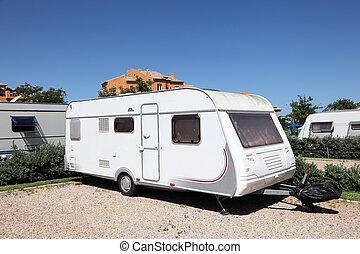 vontatott lakókocsi, spanyolország, házhely, kempingezés