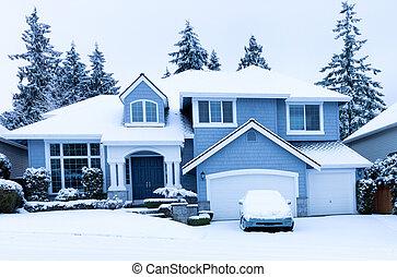 vooraanzicht, van, thuis, gedurende, winter, sneeuwval