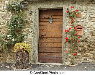 voordeur, verfraaide, met, beklimming, rozen