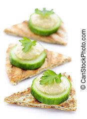 voorgerecht, van, pita, met, hummus, en, komkommer