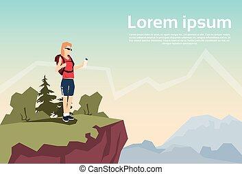 voyageur, femme, stand, sur, colline, randonneur, rucksack, nature, montagne, fond
