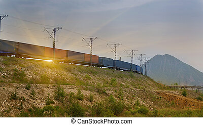 vrachttrein, overgaand door, op, ondergaande zon