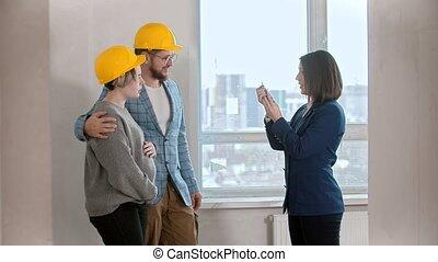 vrai, agent, famille, appartement, propriété, clés, donne,...