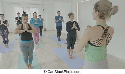 vrai, debout, pilates, natte yoga, studio, fitness, encore, femmes