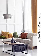 vrai, vivant, photo, oreillers, espace, sofa, salle, vert jaune, coin, orange, élégant, blanc, copie