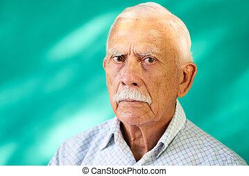 vrais gens, personnes agées, triste, hispanique, portrait, blanc, grand-père, homme