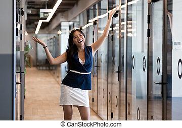 vreugde, vervulling, succesvolle , businesswoman, krijs, werken, vieren