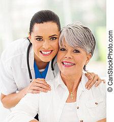 vriendelijk, verpleegkundige, en, senior, patiënt