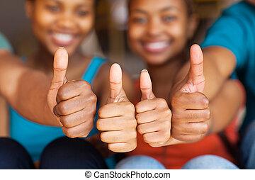 vrienden, afrikaan, groep, op, duimen