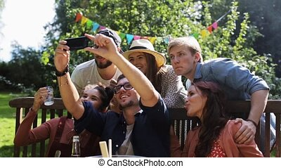 vrienden, boeiend, selfie, op, feestje, in, zomer, tuin