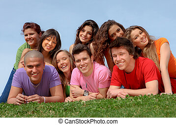 vrienden, het glimlachen, groep, tiener, vrolijke