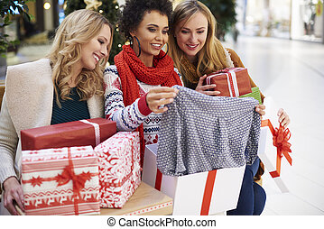 vrienden, na, shoppen , kerstmis, winkel