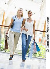 vrienden, shoppen , in, mall